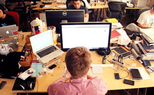 Bagaimana Tetap Happy di Tempat Kerja