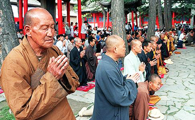 Karena Sewa Bhiksu Palsu, China Tutup Dua Kelenteng