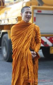 20130326 Inilah Para Selebriti Thailand yang Jadi Bhikkhu (Bagian 1)_4