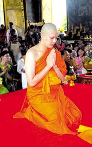 20130326 Inilah Para Selebriti Thailand yang Jadi Bhikkhu (Bagian 1)_9