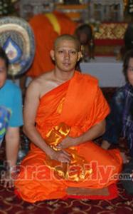20130327 Inilah Para Selebriti Thailand yang Jadi Bhikkhu (Bagian 2)_10
