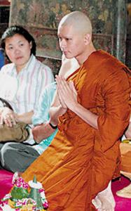 20130327 Inilah Para Selebriti Thailand yang Jadi Bhikkhu (Bagian 2)_8