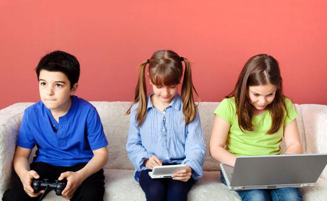Bahaya Gadget untuk Anak: Agresif Hingga Tak Mau Bersosialisasi