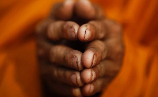 Lima Bhikkhu Thailand Didakwa Atas Sindikat Kejahatan Seks Anak