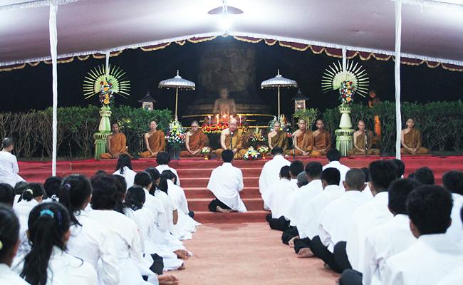 Umat Buddha Jawa Tengah dan DIY Rayakan Asadha dengan Atthasila