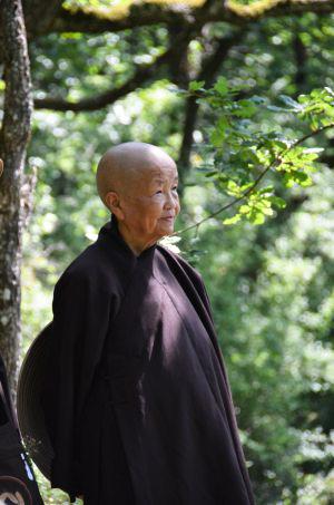 20150416 Bhiksuni Chan Kong Pemahaman Keliru Menyingkirkan Perdamaian dan Membawa Penderitaan_2