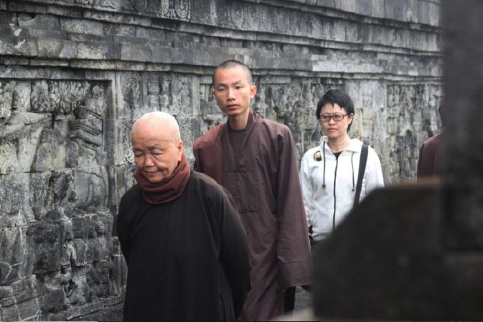 Sister Chan Kong bermeditasi jalan