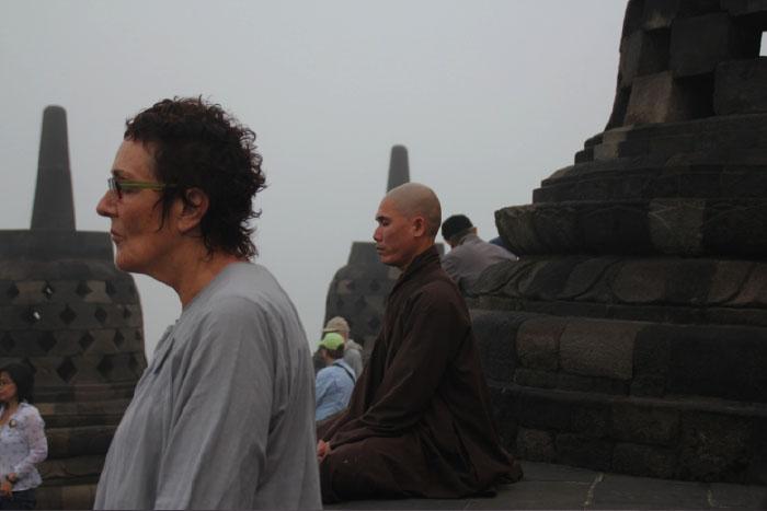 Meditasi di antara stupa Candi Borobudur