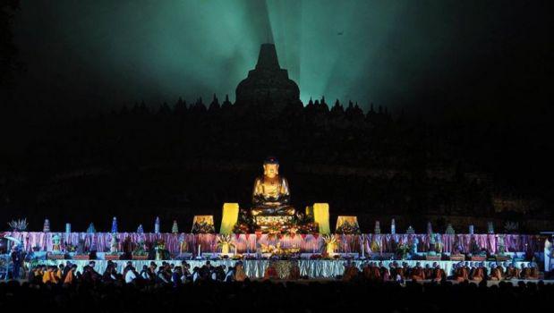 20150603 Detik-detik Waisak di Candi Borobudur Ditutup Pelepasan Lampion_2