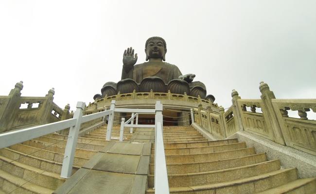 Patung Raksasa Tian Tan Buddha