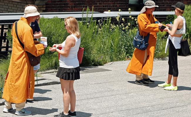 Bhiksu Palsu Juga Menjalar ke New York