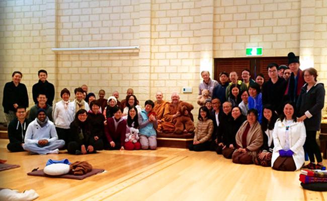 Retret Meditasi di Perth Bersama Ajahn Brahm