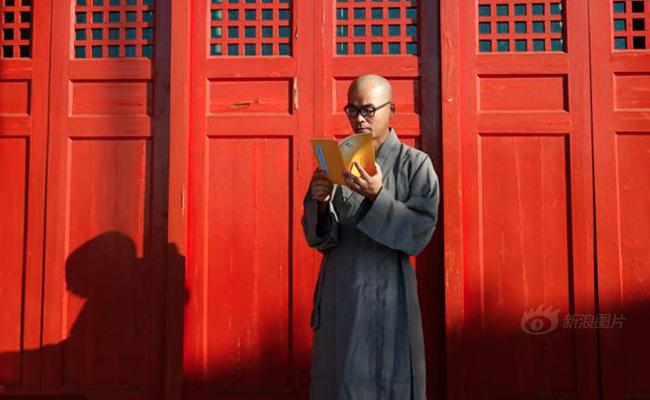 Milyarder Tiongkok Tinggalkan Hartanya untuk Menjadi Bhiksu