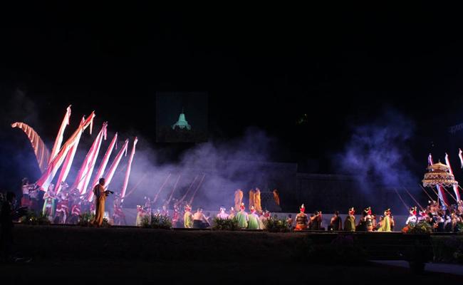Megahnya Sendratari Mahakarya Borobudur