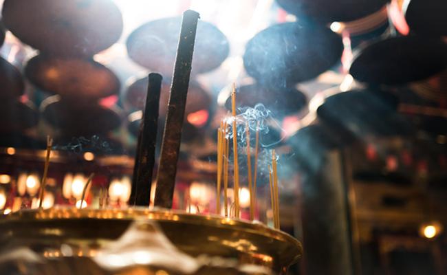 Antara Tradisi dan Agama Buddha