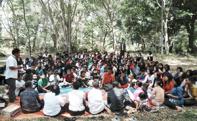 Pemuda Theravada dan Pemuda Buddhayana Adakan Outbound Bersama