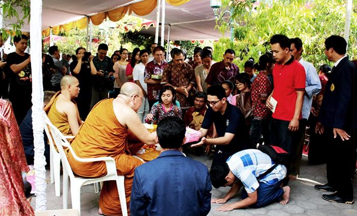20151102 Bhikkhu Sri Pannyavaro Tujuan Berdana Bukan untuk Mendapatkan Pahala_2