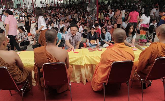 Apa Keistimewaan Berdana kepada Sangha di Bulan Kathina?