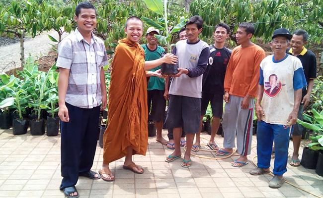 Umat Buddha Kendal Lakukan Pemberdayaan Ekonomi dengan Budidaya Pisang