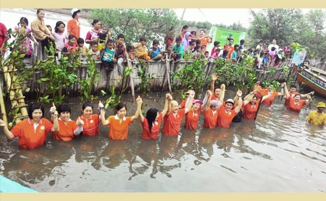 Ekayana Peduli Tanam 3000 Pohon Bakau di Pantai Tangerang