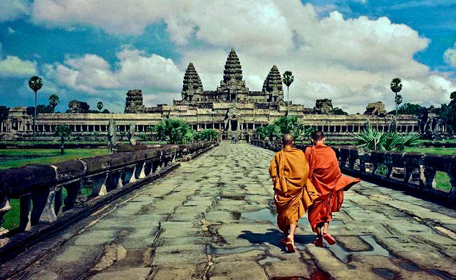 Angkor Wat Larang Turis Selfie Bareng Bhikkhu