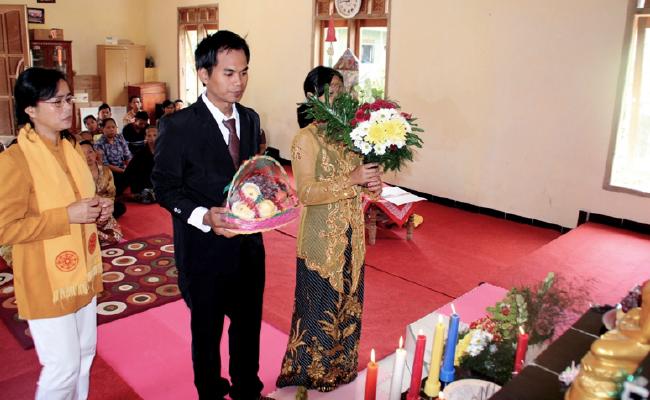 Diskriminasi Membuat Sejumlah Umat Buddha Tidak Memiliki Akta Nikah Sampai Tua