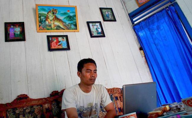 Kang Widi, Guru Desayang Mengajar Agama Buddha Menggunakan Teknologi Multimedia