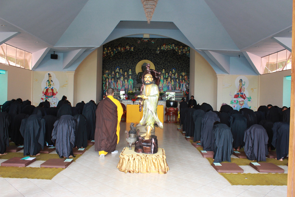 Menghormat pada Buddha