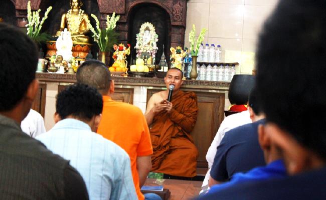 Apa Tujuan Umat Buddha ke Vihara?