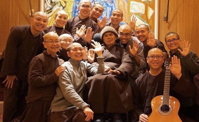 Thich Nhat Hanh Kembali ke Plum Village
