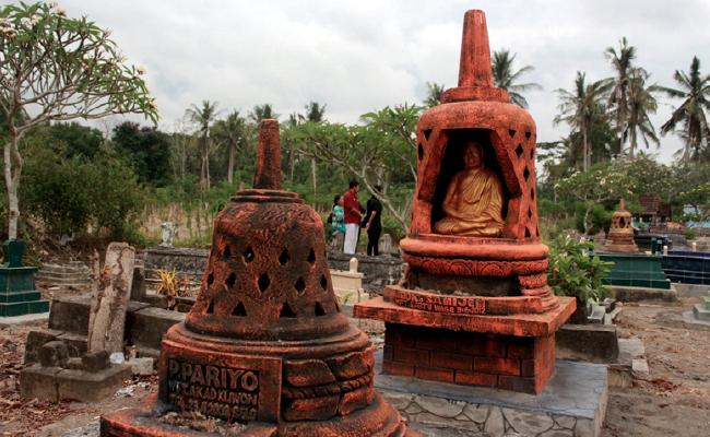 Uniknya Makam Buddhis di Banyuwangi