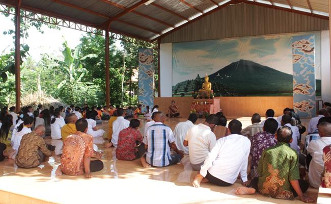 Dharmaduta Keliling: Menyebarkan Dharma Sekaligus Blusukan ke Umat Buddha Pedesaan