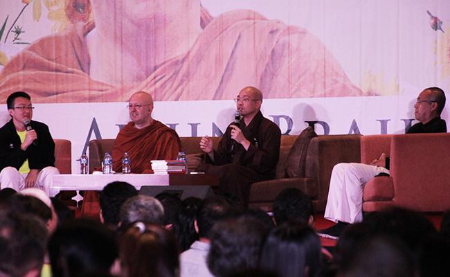 Resep Ajahn Brahm dan Master Guo Jun agar Bahagia Setiap Hari
