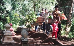 Sadranan: Ziarah Kubur ala Orang Jawa