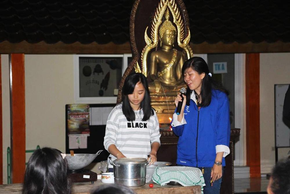 20160516 Sambut Waisak, Mahasiswa Buddhis UGM Terbangkan Lampion Bersama Umat Buddha Pedesaan 2