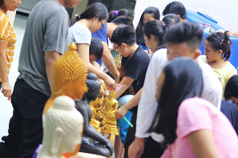 20160517 Membersihkan Rupang Buddha Menjelang Waisak 3