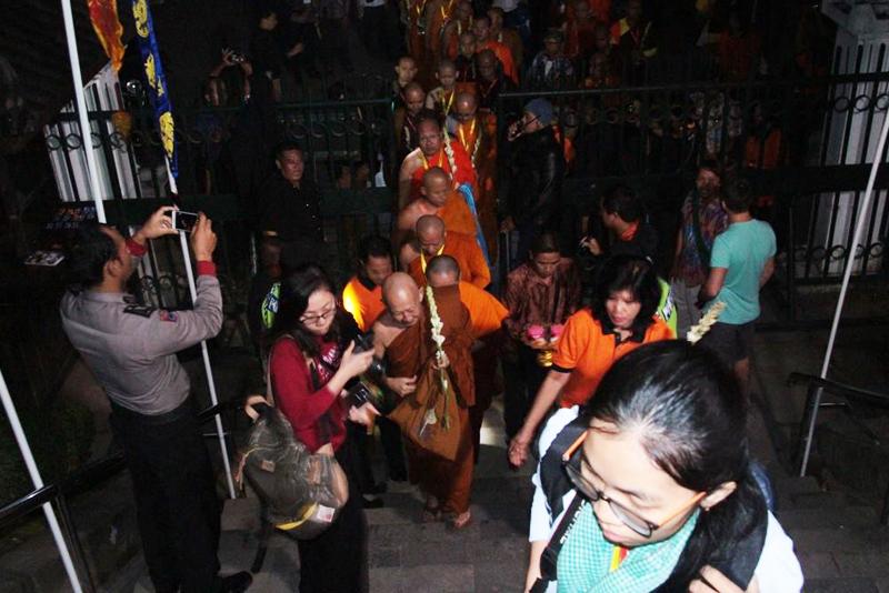 20160521 Borobudur Sunrise Prayer 3