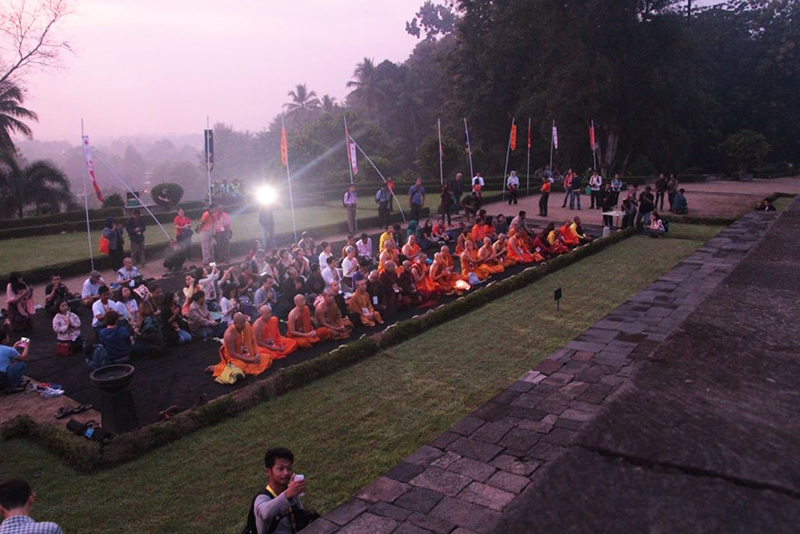 20160521 Borobudur Sunrise Prayer 4