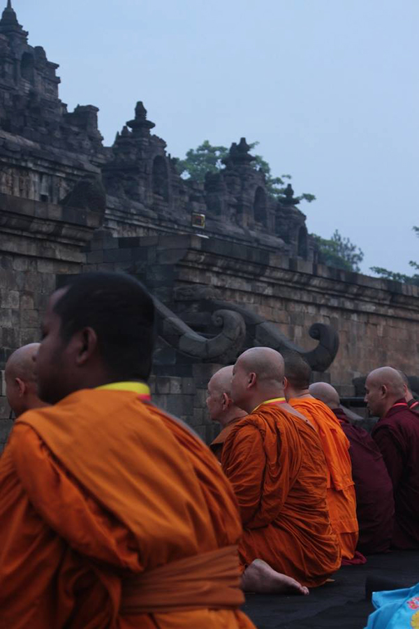 20160521 Borobudur Sunrise Prayer 7