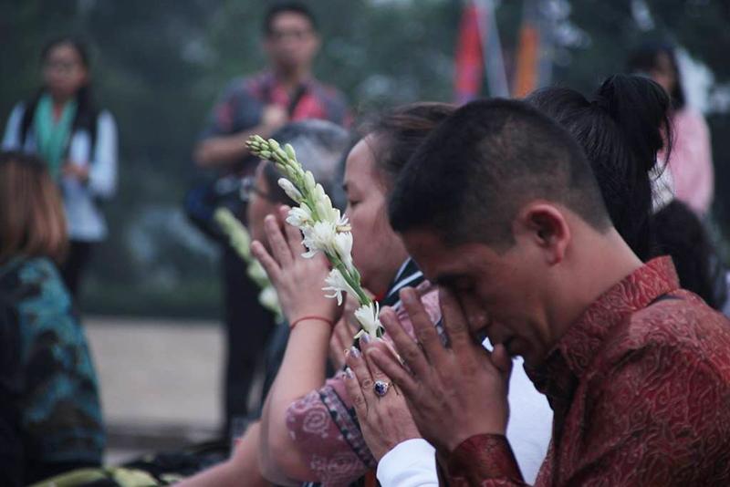 20160521 Borobudur Sunrise Prayer 8