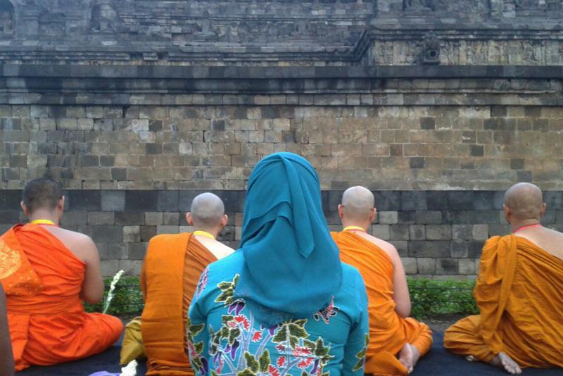 20160521 Borobudur Sunrise Prayer 9