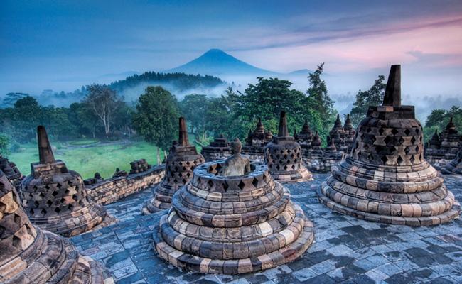 Candi Borobudur Adalah Tempat Ibadah, Jangan Sembarangan Naik Dindingnya