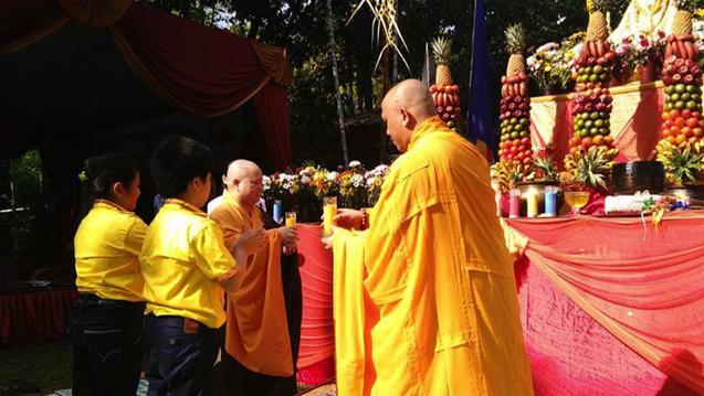 20160521 Umat Buddha Sumatera Selatan Rayakan Waisak di Bukit Siguntang 5