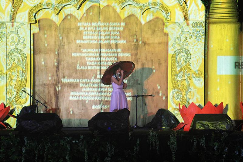 20160522 Hujan Tak Surutkan Animo Penonton Konser Malam Waisak 3