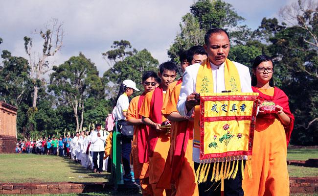 Umat Vihara Sakyakirti Rayakan Waisak di Candi Muaro Jambi