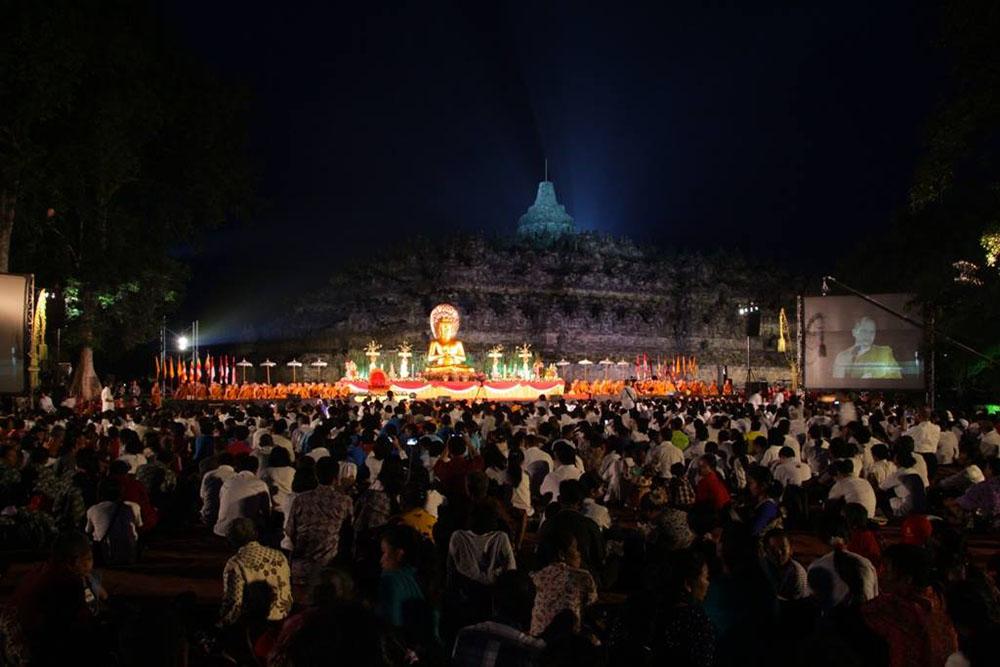 20160718 Megahnya Asadha Agung 2560 BE 2016 di Candi Borobudur 13