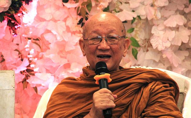 Tips Bhikkhu Jayamedho Agar Bahagia di Usia Senja