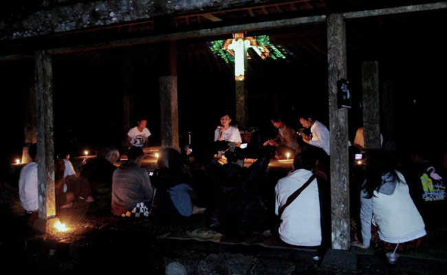 Astakosala Volk Nyanyikan Sastra Siwa-Buddha Kuno di Gelaran Sastra Dunia
