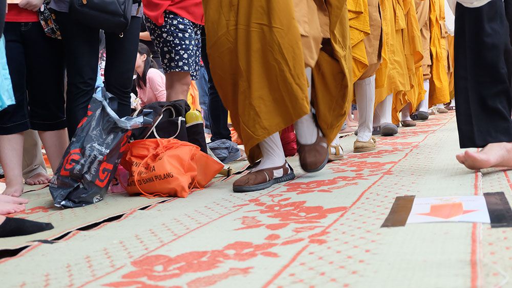 20161025-berdana-di-hari-kathina-bukan-hanya-mendukung-sangha-tetapi-juga-membantu-orang-banyak-5