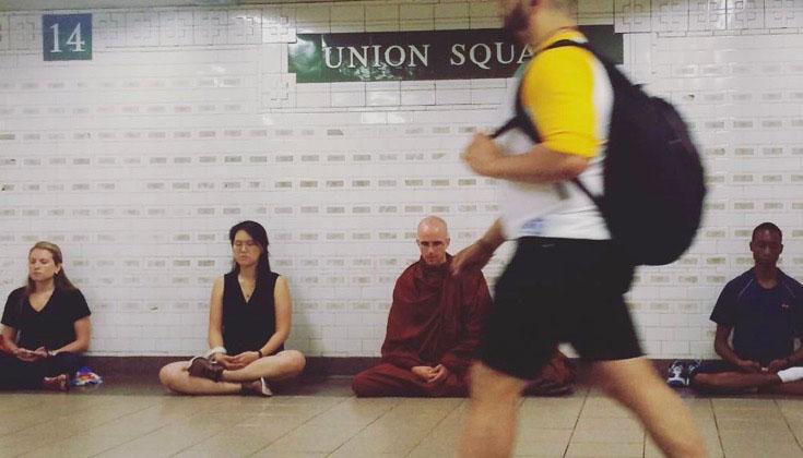 20161121-sebuah-organisasi-di-new-york-pilih-jalanan-sebagai-tempat-meditasi-4